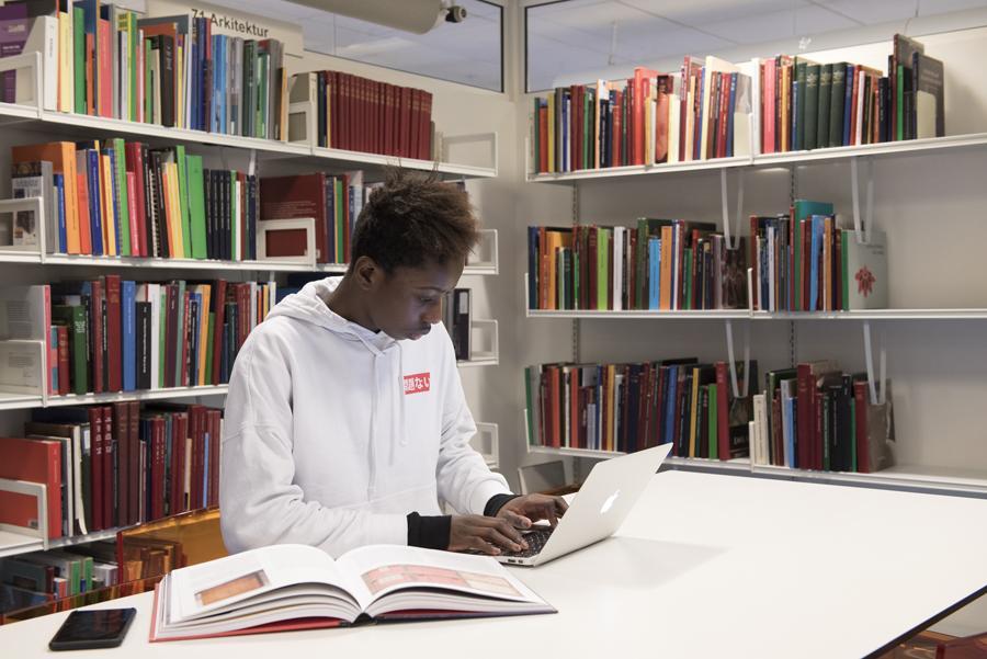 studieplads på biblioteket